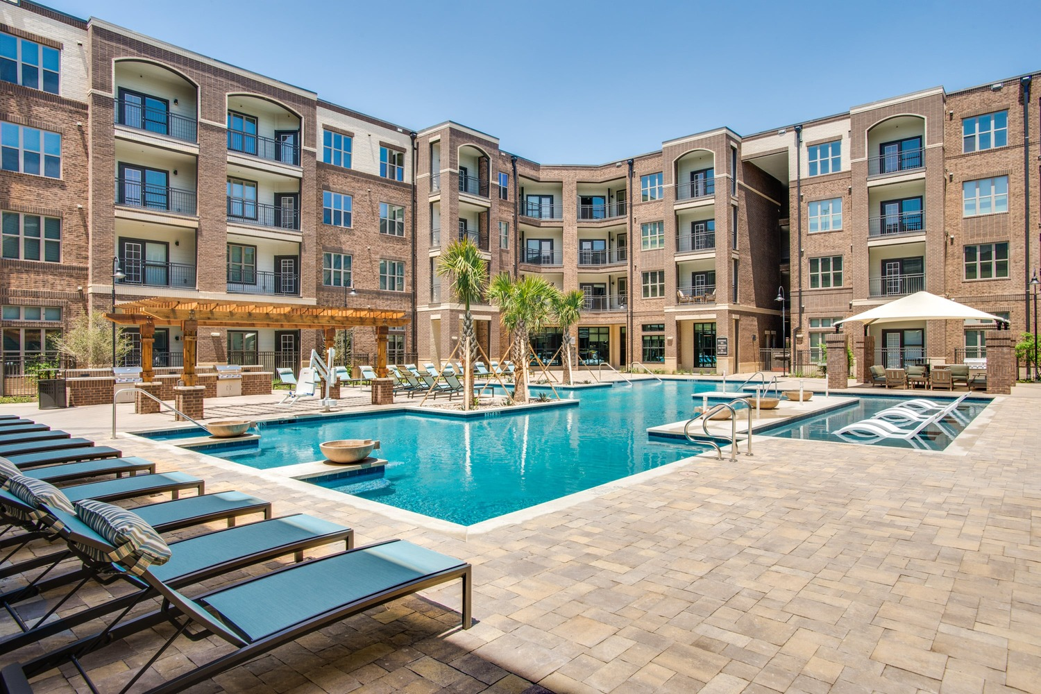 CBG builds Emerson Court, a 312-Unit Luxury Apartment Community with Amenities in Frisco, TX