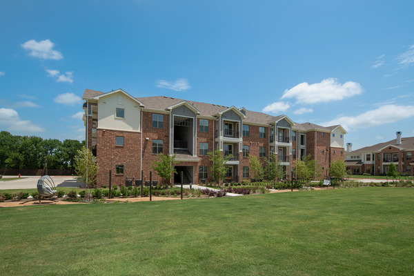 CBG builds Copper Ridge Phase III, a Three-Story, 168-Unit Apartment Community Across Eight Buildings in Roanoke, TX - Image #3