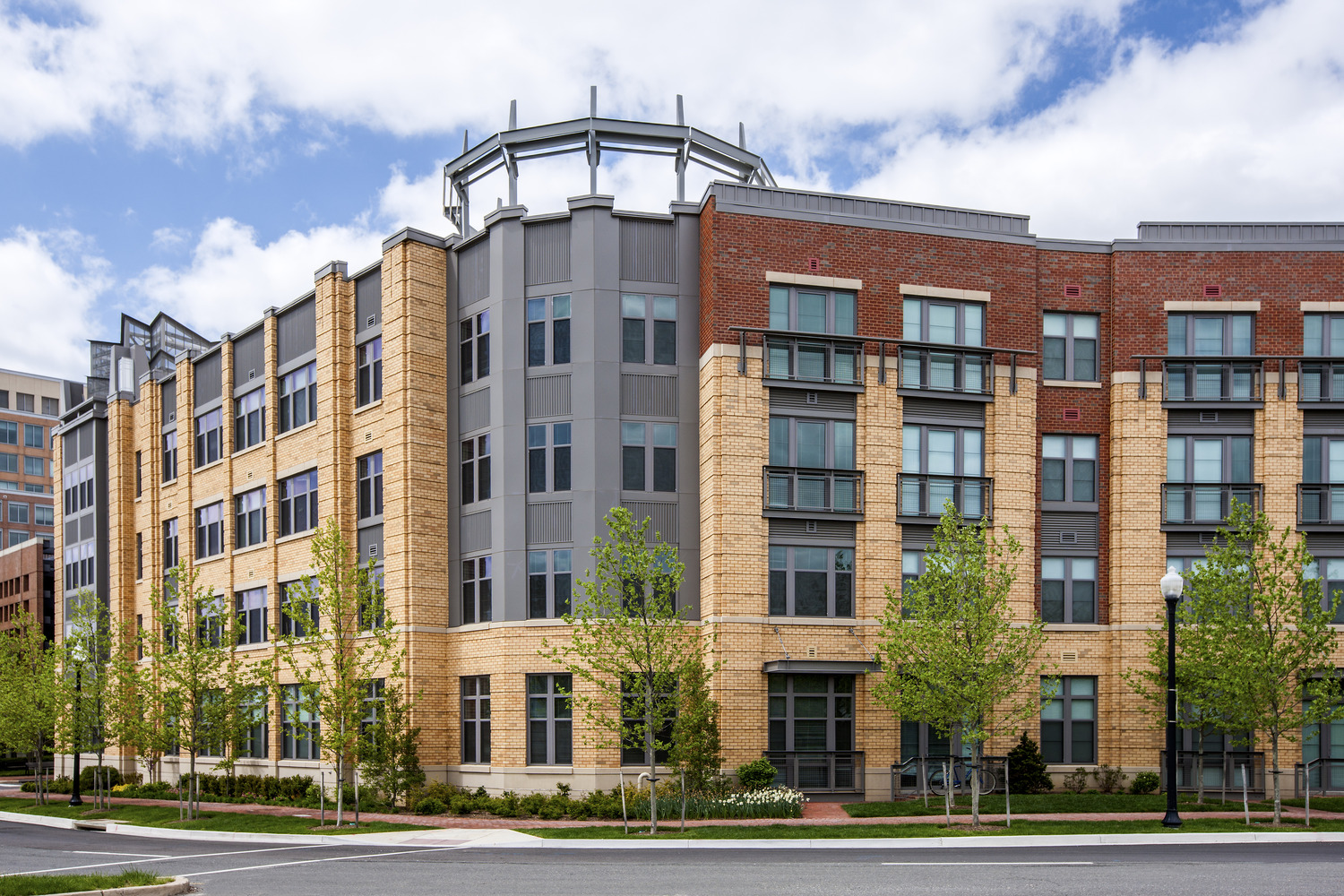 CBG builds Post Carlyle Square, a 354 Luxury Apartments Across Two Buildings Over Below-Grade Garage in Alexandria, VA - Image #4
