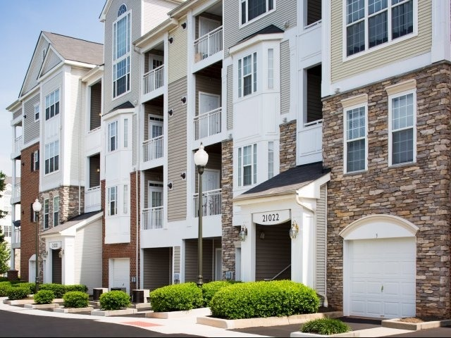 CBG builds Remington at Dulles Town Center, a 406 Market-Rate Apartments in Sterling, VA - Image #7