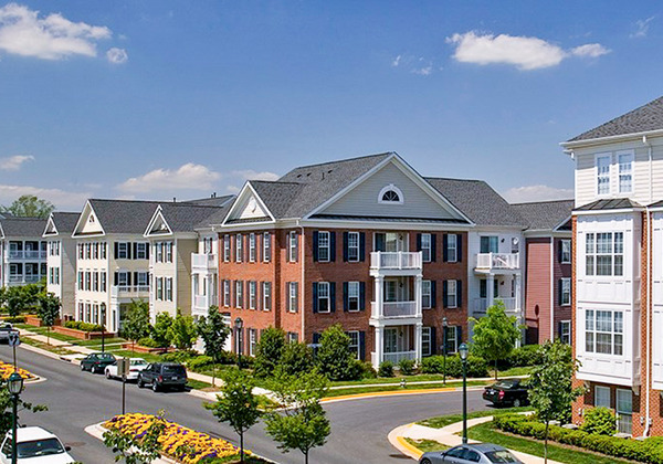 CBG builds Centergate King Farm, a 400 Class A Apartments and Townhomes with Pre-Cast Garage in Rockville, MD - Image #1
