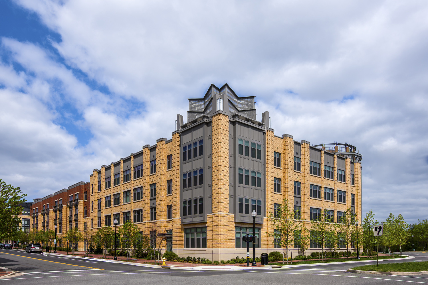 CBG builds Post Carlyle Square, a 354 Luxury Apartments Across Two Buildings Over Below-Grade Garage in Alexandria, VA - Image #3