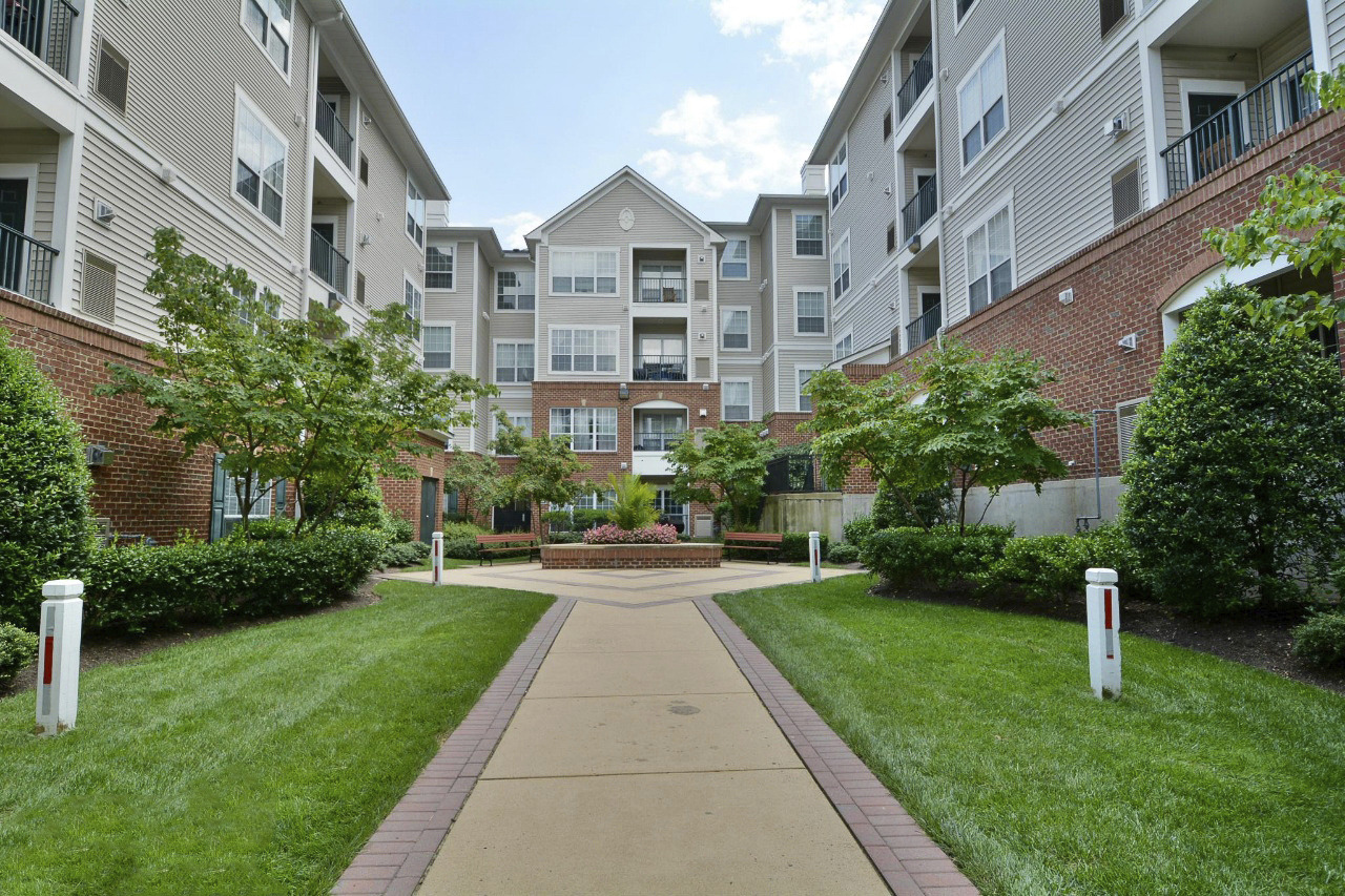 CBG builds Metropolitan at Alexandria, a 404 Market-Rate Apartments with Parking Structure in Alexandria, VA
