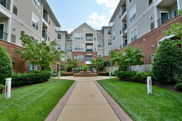 CBG builds Metropolitan at Alexandria, a 404 Market-Rate Apartments with Parking Structure in Alexandria, VA - Image #1