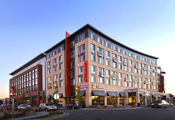 CBG builds Notch 8 at The Exchange at Potomac Yard, a 253-Unit LEED®-Certified Residential Community with 69,900-SF Grocery in Alexandria, VA - Image #1