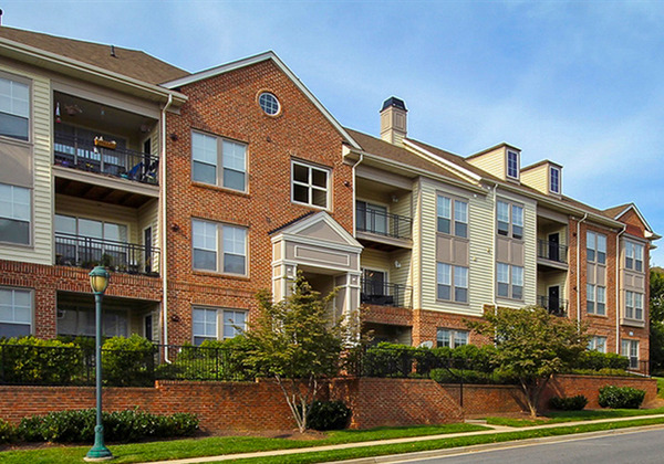 CBG builds Centergate King Farm, a 400 Class A Apartments and Townhomes with Pre-Cast Garage in Rockville, MD - Image #2