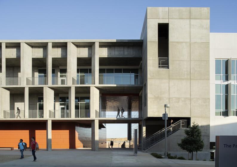 UC Merced Arts and Computational Sciences Building slider image