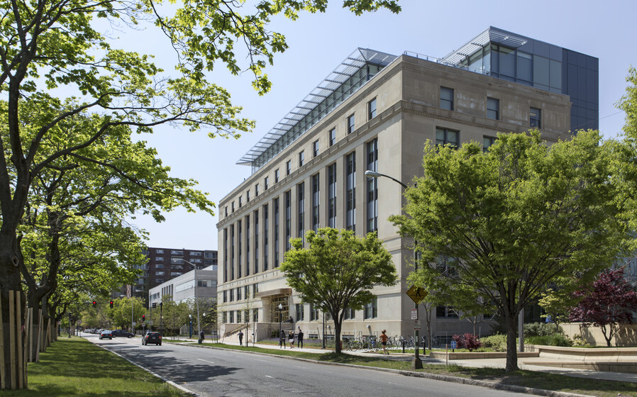 Morris and Sophie Chang Building, Massachusetts Institute of Technology slider image