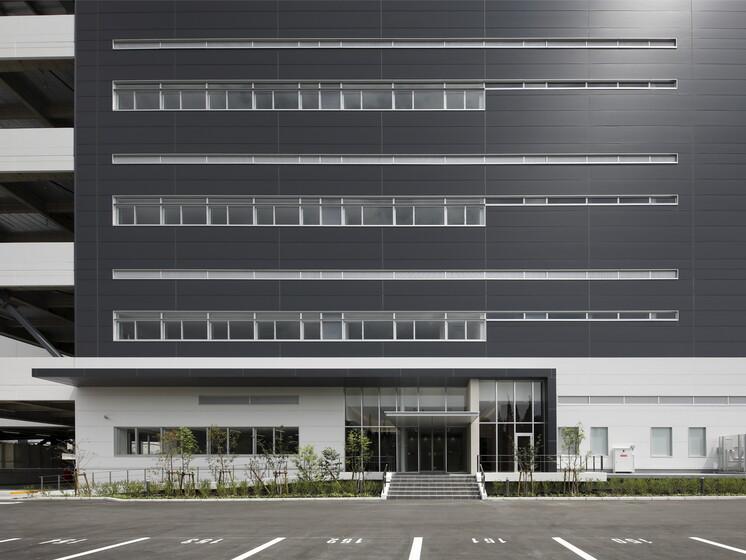 Landport Takatsuki Warehouse and Distribution Center slider image