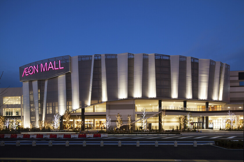 AEON Mall at Makuhari New City slider image